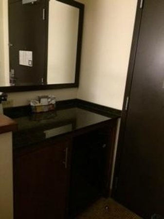 Hyatt Place South Bend/Mishawaka: The frig... no microwave... but always nice to have a frig