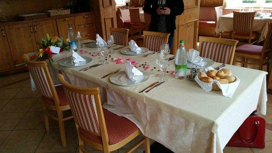 Albergo Mezzolago : decorazione tavolo
