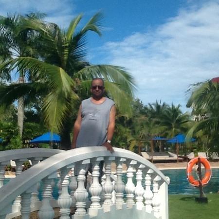 Sokha Beach Resort : piscine centrale