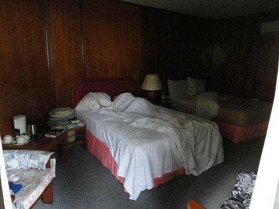 Avillion Layang Layang: The rooms were very dark.