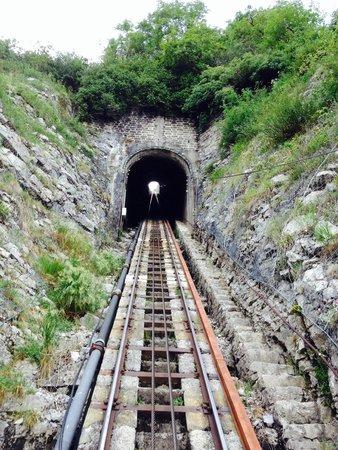 Le Funiculaire de Saint-Hilaire du Touvet : Avant l'entrée dans le tunnel