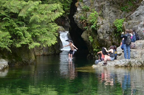 Lynn Canyon Park: Lynn Canyon - Cliff Diving