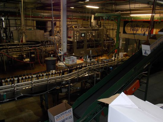 Shipyard Brewing Company : Bottling line