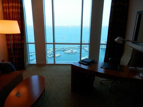 Hilton Doha: Room windows