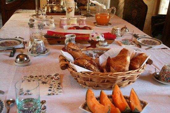 Chateau de la Roche Martel: Petit déjeuner