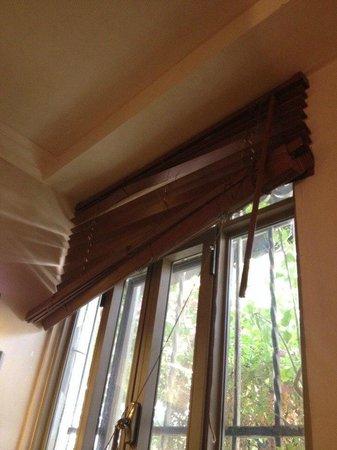 Liart Hotel: сломаны жалюзи