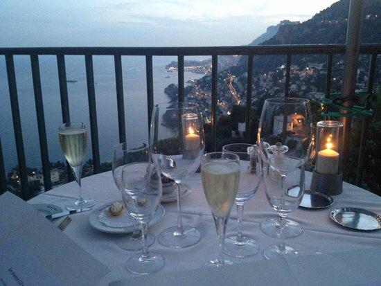 Hotel Restaurant Les Deux Freres: Вид на Монако 2