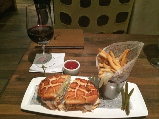 Urban Tavern: Lunch of Panini with fries and glass of wine