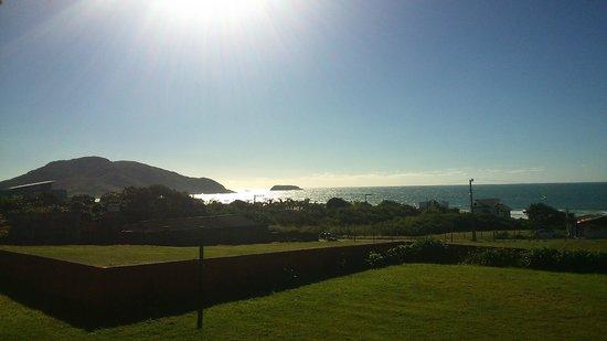 Solar do Santinho Pousada: Vista do deck para a praia