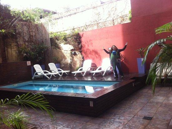 Circus Hostel & Hotel: Pileta post lluvia
