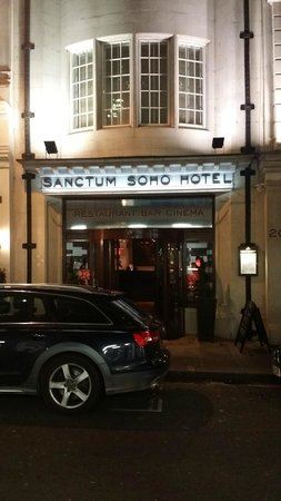 Sanctum Soho Hotel: front entrance