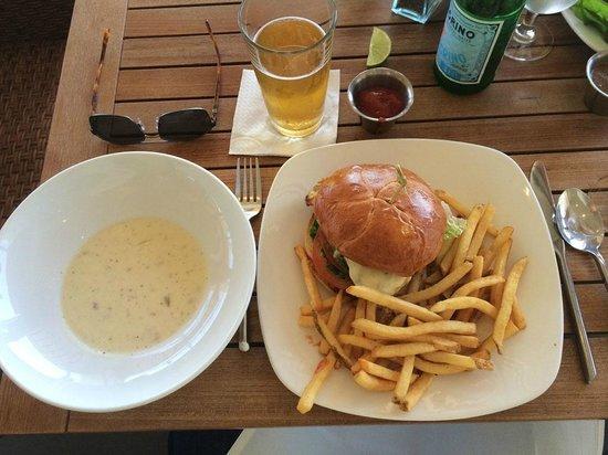 Aquarius - Dream Inn: Clam chowder, local ale, burger & fries