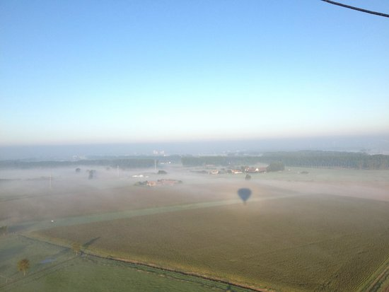 Bruges Ballooning: shadow