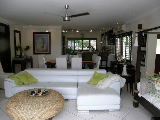 Dubells Beach House: Living Area