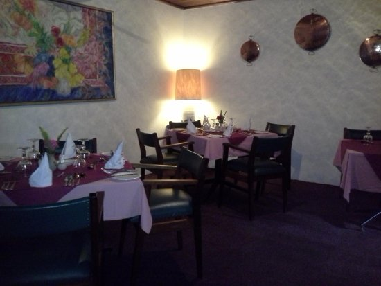 Karula Hotel: Inside the dining room beautiful layed tables a pleasure toneat there!