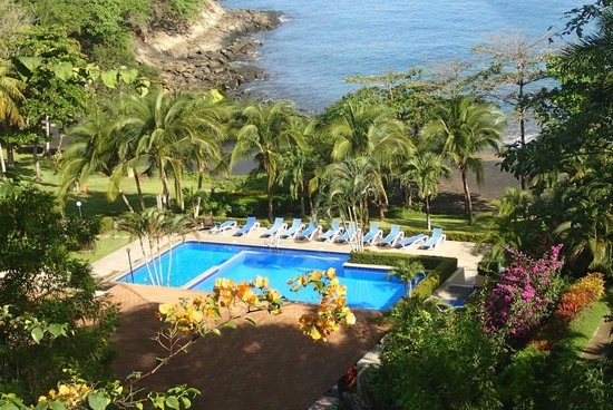 Bahia Pez Vela Resort: View of Main Pool and Beach