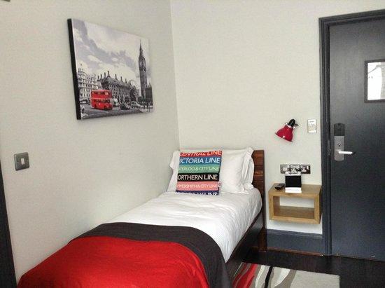 The Wellington Hotel: my single room (#2)