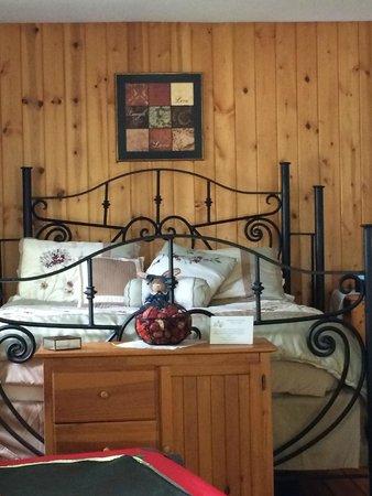 Cloran Mansion Bed & Breakfast: Bedroom
