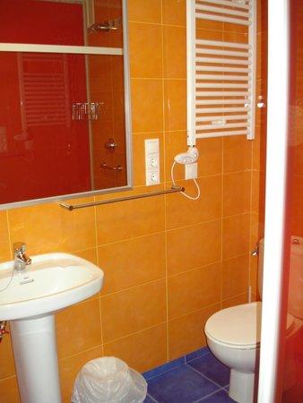 Hostal La Salle: Baños super limpios