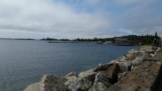 Dockside Fish Market : view of the Grand Marais dockside