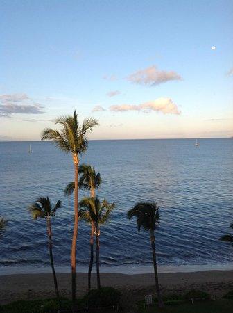 Kealia Resort: morning ocean view from the lanai