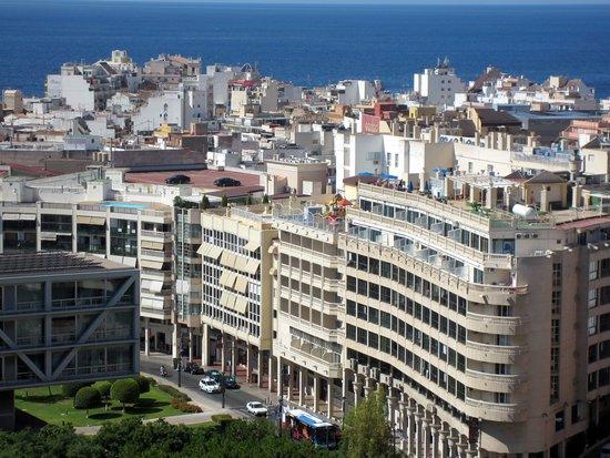 Apartamentos La Caseta: вид с балкона, 13-ый, последний этаж