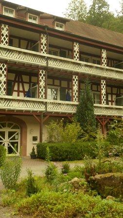 Thermenhotel: Hotelbalkon ohne Bepflanzung