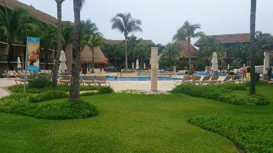 Catalonia Yucatan Beach: pool area