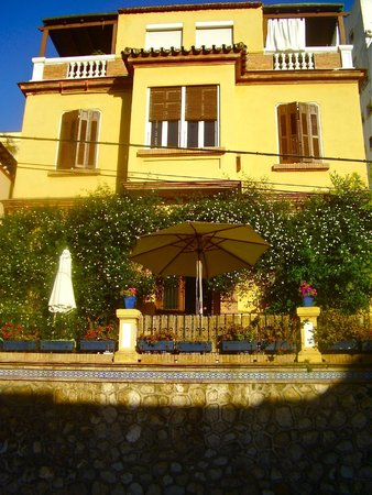 Villa Alicia Guest House: front of Villa