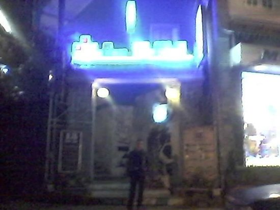 13 Cafe-Bar: Tetris gate.