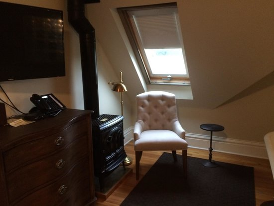 The Edwards House: A cozy little nook in the Auntie Stone room