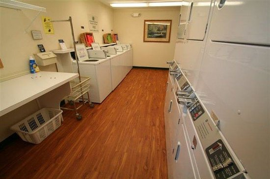 Candlewood Suites Louisville Airport: Free use of Guest Laundry