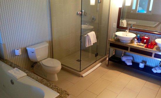 Kimpton Hotel Palomar Los Angeles Beverly Hills: Bathroom, Rm 1902