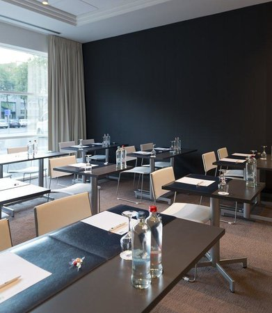 Holiday Inn Express Antwerp City North: Our meeting room in Classroom setup