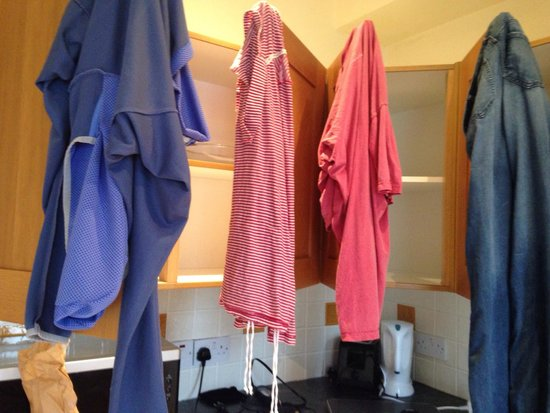 Clifden Station House : Overnight clothes dryer...