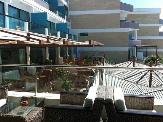 Constantinou Bros Asimina Suites Hotel: VIP outside lounge area
