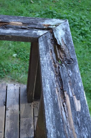 Skagit River Resort / Clark's Cabins : rotted porch
