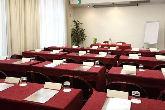 Hotel Sanpi Milano: Venezia Meeting Room Schooldesk
