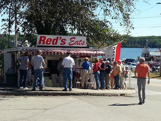Red's Eats: End of the line ordering and waiting all at the same time out of one window