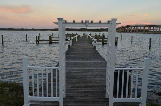 Quality Inn & Suites Riverfront: Hotel Marina