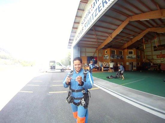 Skydive Switzerland - Scenic Air AG : Preparing