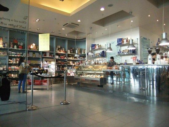Carluccio's: Shop area