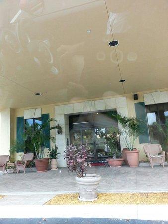 Hampton by Hilton Boca Raton: Entrance