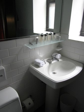Night Times Square : Bathroom vanity and ledge for extra storage