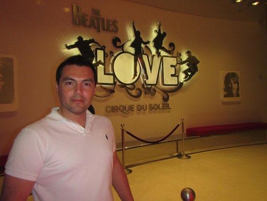 The Beatles - Love - Cirque du Soleil: Ingreso al Teatro Love The Beatles