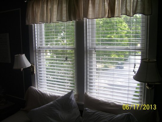 The Anchor Inn Boutique Hotel: State Room, with view of front yard.