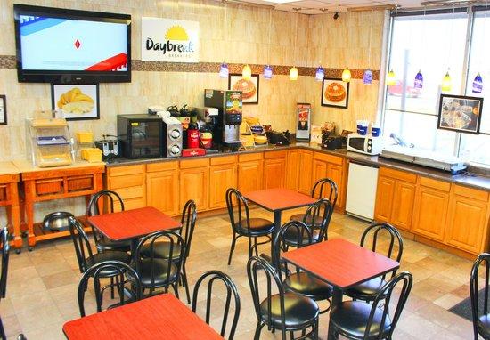 Days Inn & Suites Laredo: Daybreak Breakfast