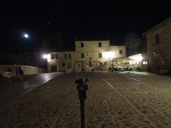 Fattoria Castello di Monteriggioni: piazza principale
