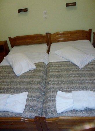 Koursaros Apartments : beds