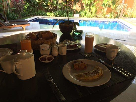 The Kunja Villas & Spa : Freshly prepared early morning breakfast